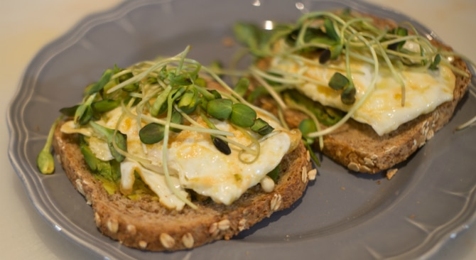 egg-avocado-toast-recipe